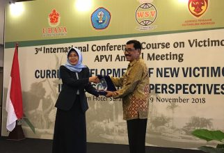 """Prof. Fachri Bey, Ph.D. Becomes A Guest Speaker in """"International Conference and Course on Victimology 2018"""""""